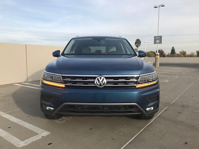 Front view of 2019 Volkswagen Tiguan 2.0T SEL Premium w/4MOTION
