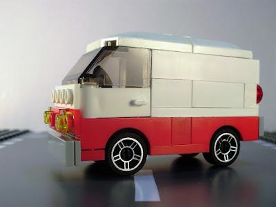 MOC LEGO Carrinha branca e vermelha