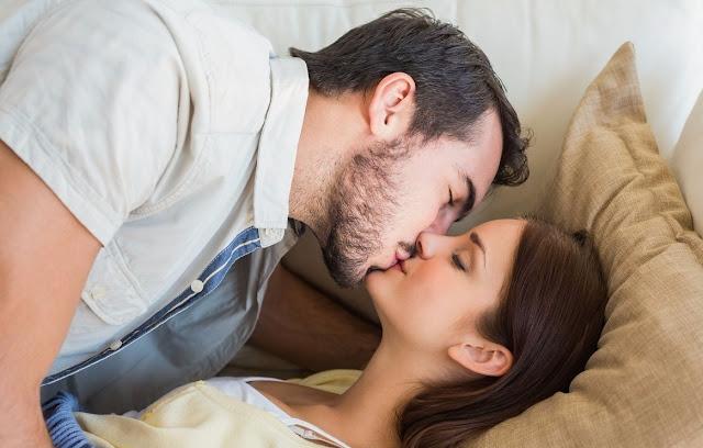 Tips Mencium Wanita Untuk Pertama Kali