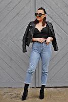 https://www.karyn.pl/2020/04/top-z-bufiastymi-rekawami-i-jeansowe.html