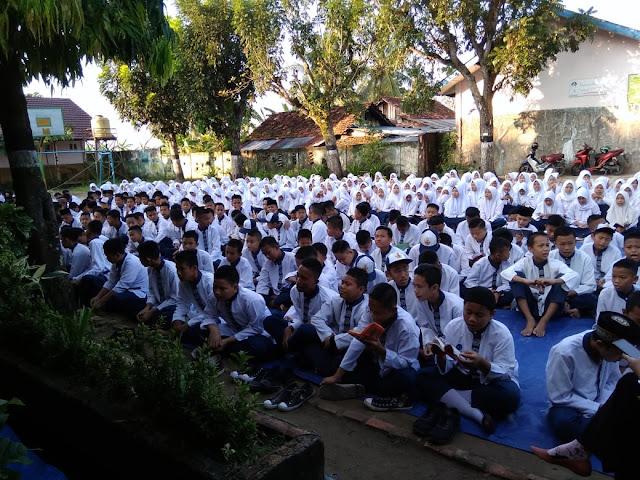 Keluarga Besar SMP Negeri 48 Palembang Gelar Tadarusan dan Yasin Bersama di Bulan Ramadan 1440 H