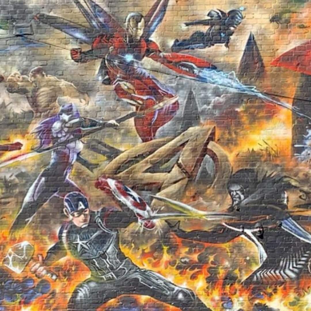 Avengers Endgame mural in London :「アベンジャーズ : エンドゲーム」のクライマックスの総力戦を描いたストリート・アートのスゴい壁画 ! !