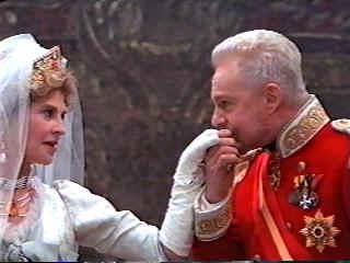 Queen Gertrude Character Analysis (Hamlet)