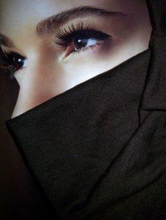 Kisah Tobatnya Wanita Teladan yang Menangisi Semua Kesalahannya Sampai Kedua Matanya Buta.