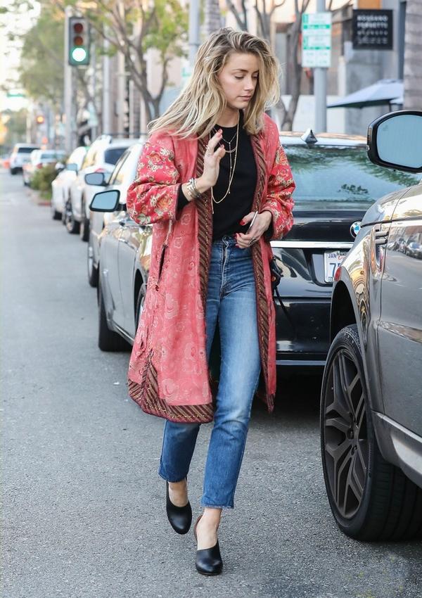 Amber Heard street style kimono jeans