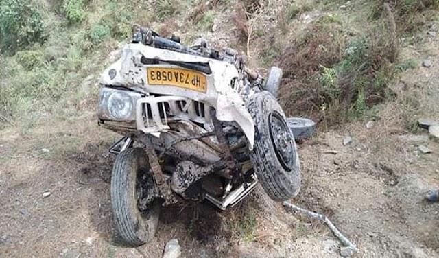 हिमाचल: 300 फीट गहरी खाई में समा गई पिकअप, नहीं बचा एक शख्स, ड्राइवर पहुंचा अस्पताल