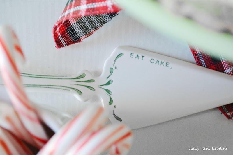 Christmas Cake, Christmas Baking, Cake Decorating Ideas, Plaid Christmas Decorations, Hot Chocolate Bar, Christmas Tree, Christmas Wreath, Christmas Tree Cake, Red Velvet Cake