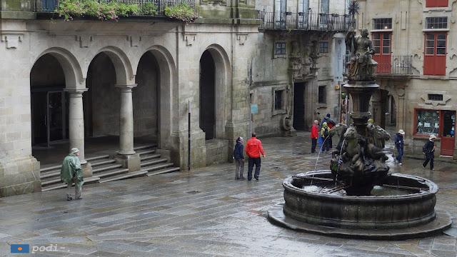 fuente de los caballos, en la plaza de las platerías de Santiago de Compostela