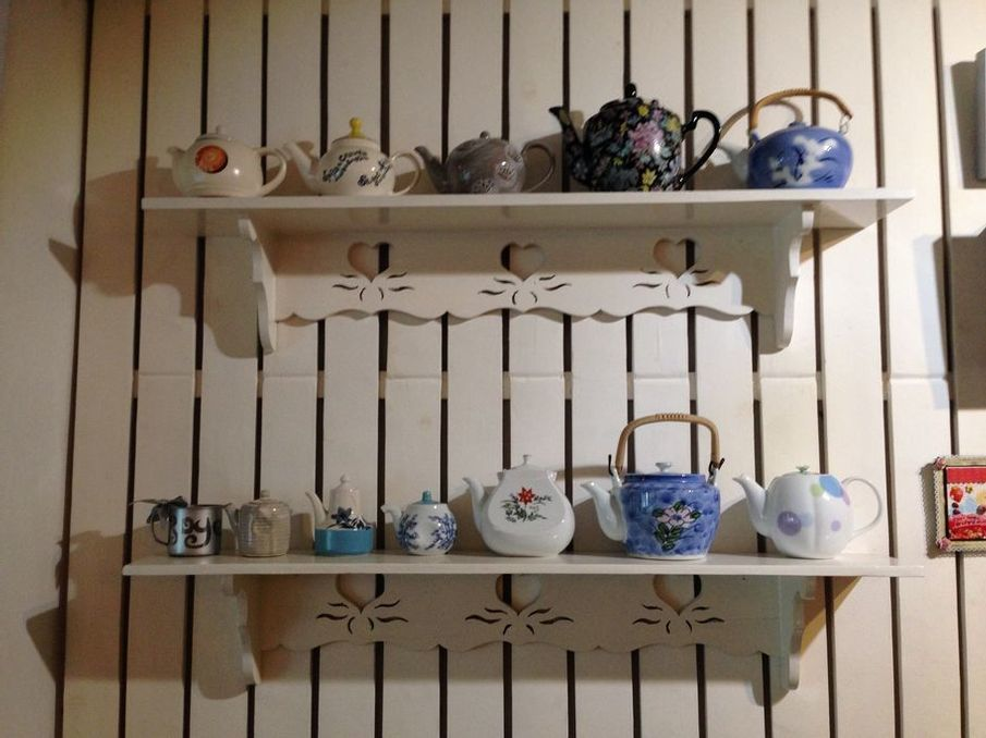 Tea pots displayed at Tea Tree Café