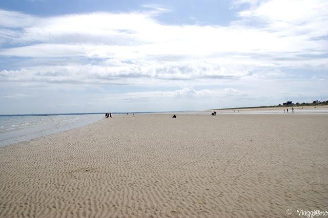 L'enorme spiaggia con la bassa marea