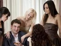 25 Sikap Pria Yang Disukai Wanita