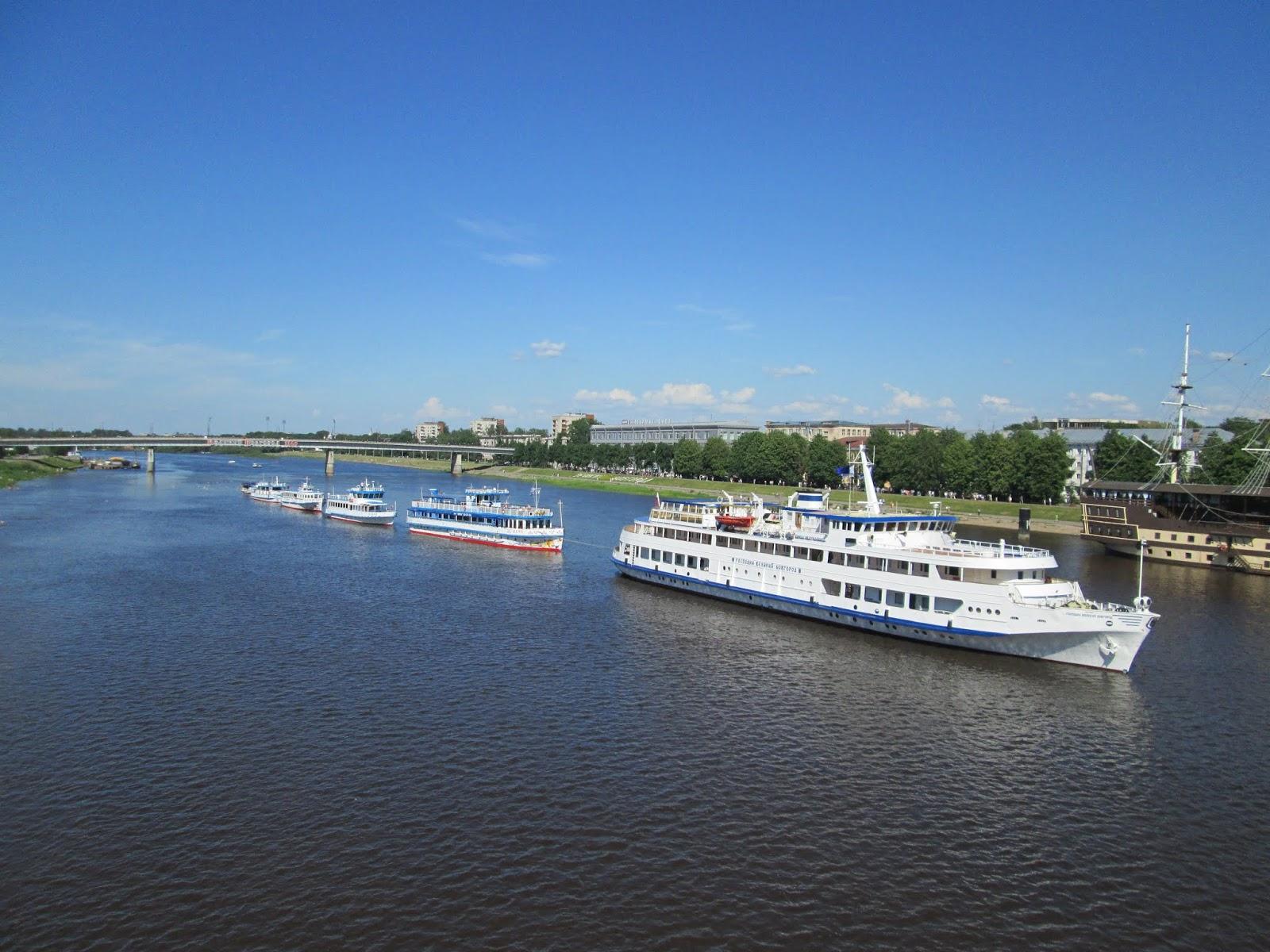 Парад судов на день города в Великом Новгороде