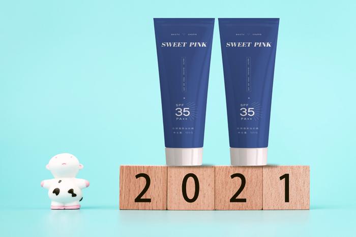 Skin Care Packaging Mockup On Modern Minimalist Creative Calendar Blocks