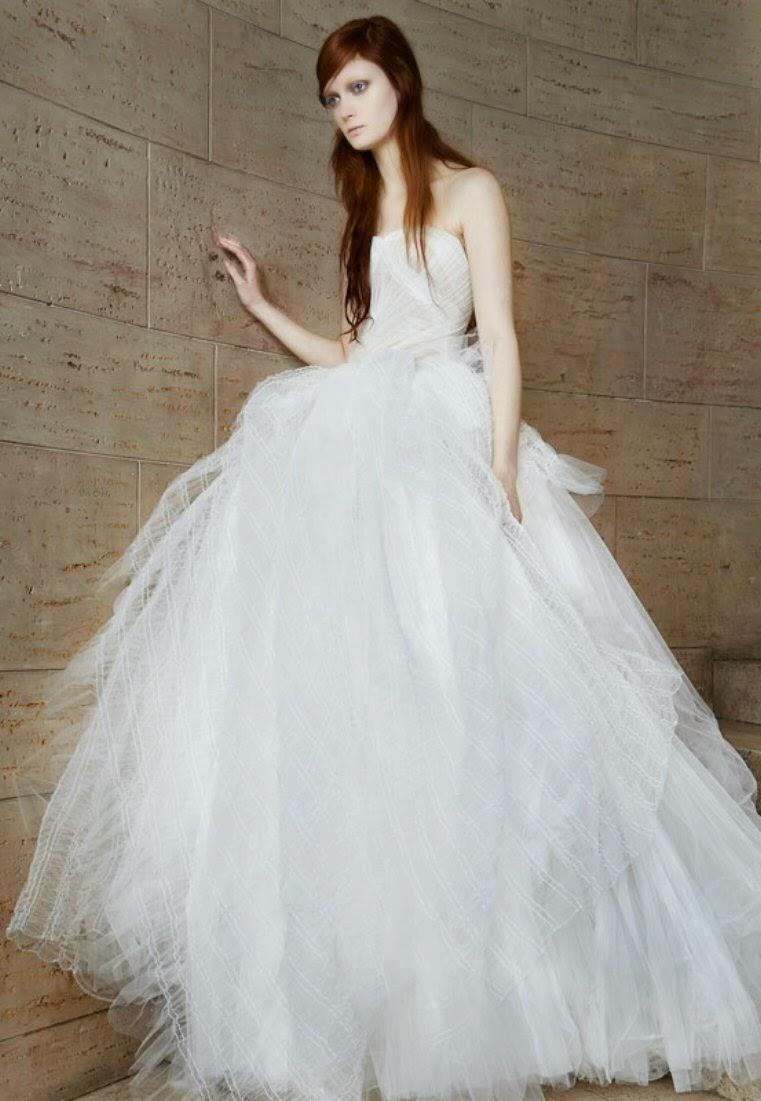 Piccoli tocchi in pizzo e stile vintage  gli abiti da sposa della collezione  2015 di Vera Wang 211c77ae9f6