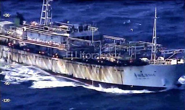 Pesqueiro ilegal chinês tenta fugir da guarda costeira argentina