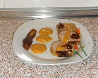 Solomillo con salsa de azafrán y guarnición de puré de castañas