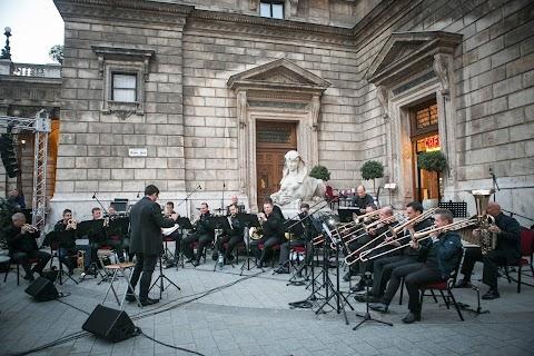 Az operaház zenekarának művészei is koncerteznek a zene világnapján