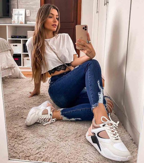 Calça jeans destroyed e cropped branco