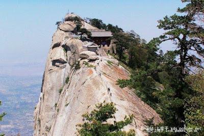 מסעדה על הר בסין שמציעה ארוחות חינם
