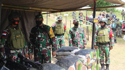 Foto : Peninjauan dan pengecekan latihan Pratugas Satgas Pamtas RI-RDTL Yonif 742 di seputaran Sekotong komplek Kabupaten Lombok Barat, Kamis (28/1/2021).