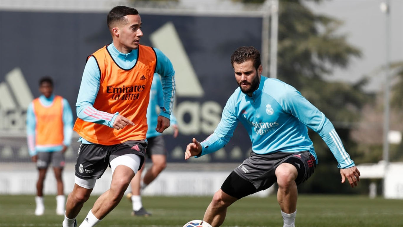 lucas-vazquez-and-nacho-fernndez-from-real-madrid-in-news-photo