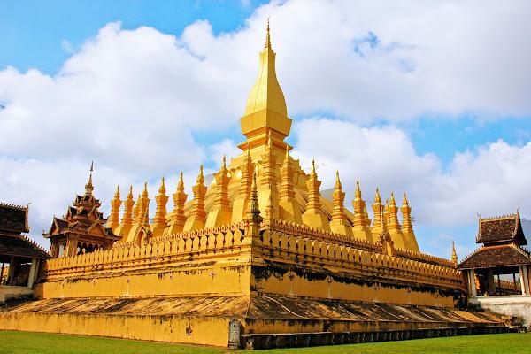 Pha That Luang Stupa em Vientiane