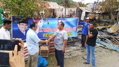 Anggota DPR Asli Chaidir Bantu Korban Kebakaran di Tarantang Kota Padang