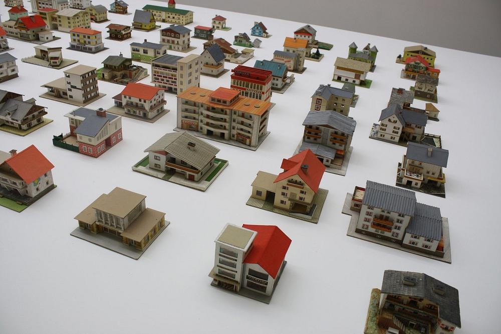 387 Model Rumah Miniature Yang Dijumpai Dalam Plastik Sampah