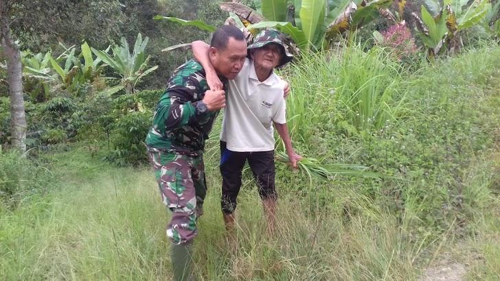 Kepedulian Satgas TMMD Kepada Warga Desa Sungai Ning
