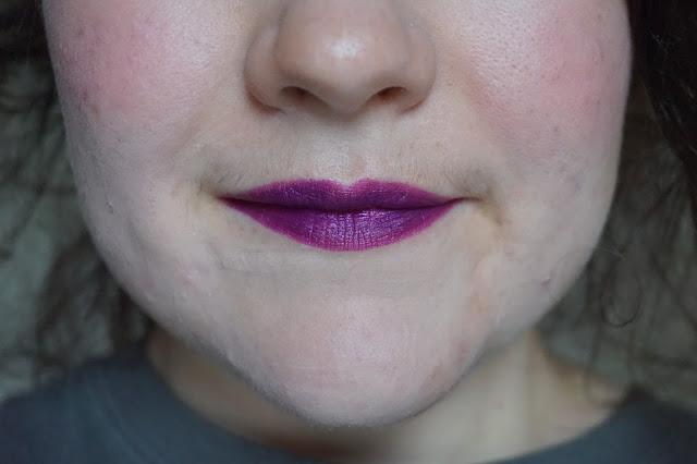 rouge-a-lèvres-violets-revue-avis-swatches-poison-berry-lime-crime