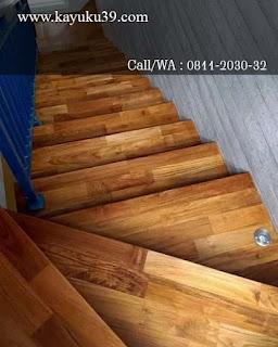 tangga dari lantai kayu