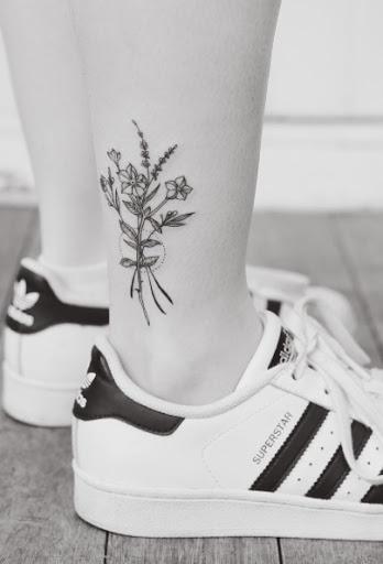 Este floral tornozelo trabalho