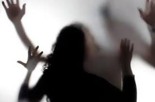 Marido espanca e estupra esposa após visita do ex em MT