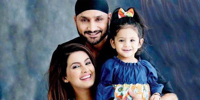 हरभजन सिंह अपने परिवार के साथ