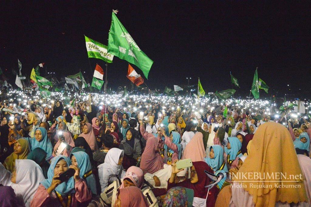Ribuan Warga Kebumen Bersholawat Bersama Habib Syech bin Abdul Qodir Assegaf di Karanganyar