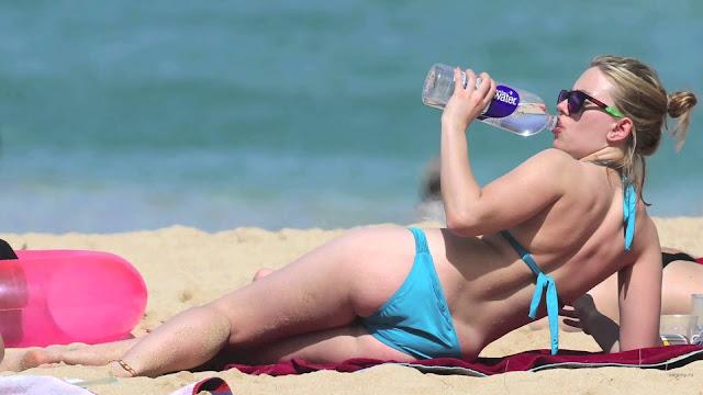 Scarlett-Johansson-Beach-body