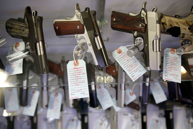 Como comprar uma arma em 15 países