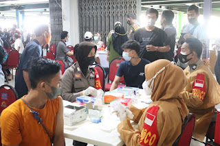 Vaksinasi di Pasar, Polres Pelabuhan Makassar bersama Dokkes Sulsel siapkan Ribuan Vaksin