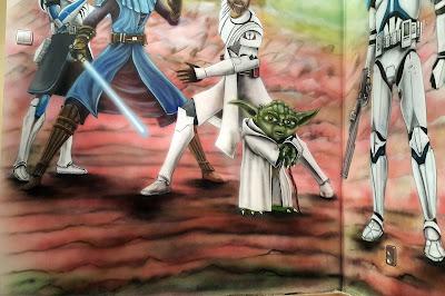 Artystyczne malowanie ściany, Gwiezdne wojny, mural w pokoju chłopca, aranżacja ściany,