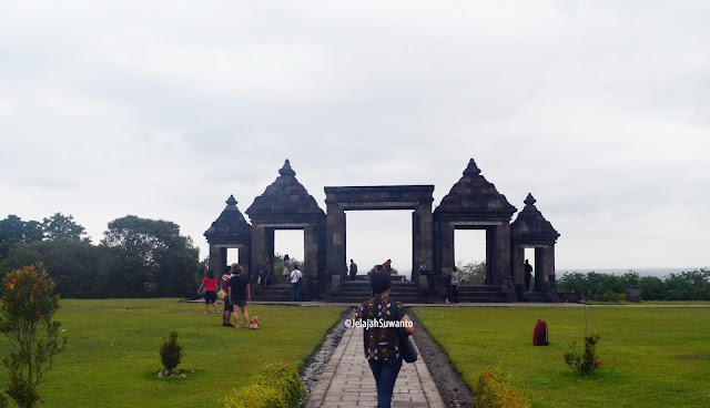 Gapura Utama Situs Istana Ratu Boko ©JelajahSuwanto