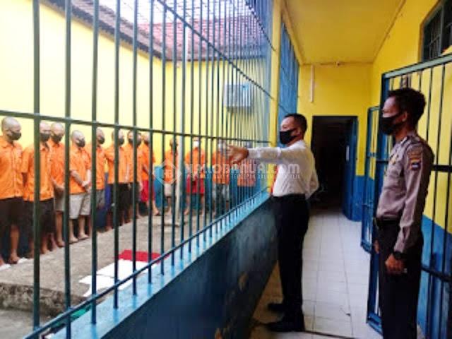Antisipasi Barang Berbahaya, Seluruh Ruang Tahanan di Rutan Polres HSU Diperiksa Petugas