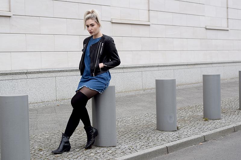 ootd-Outfit-Look-Style-Blogger-Modeblogger-Fashionblogger-Munich-München-Jeans-Denim-Dress-Jeanskleid-Lederjacke-Streetstyle-Zara-Spring-Look-Style