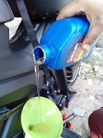 Gambar minyak pelincir enjin