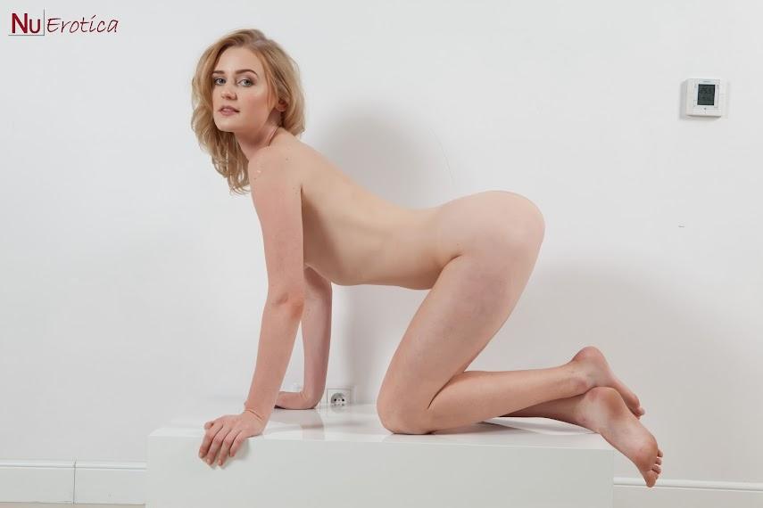 [NuErotica] Sara Szulc - Strips Off A Bikini 1489854930_065_0