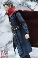 S.H. Figuarts Doctor Strange (Battle On Titan Edition) 09