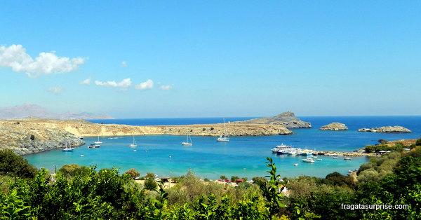 Praia de Lindos, na Ilha de Rodes, Grécia