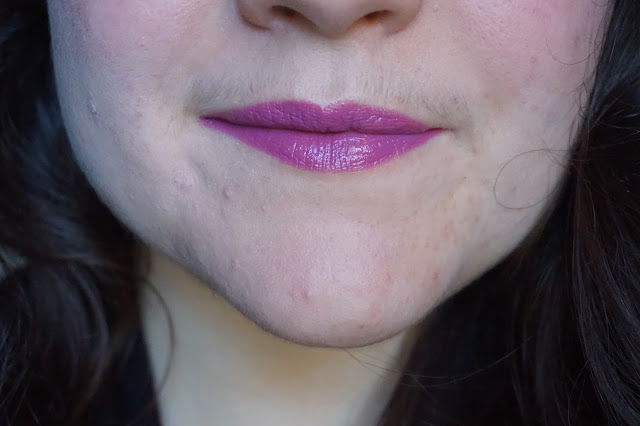 rouge-a-lèvres-violets-revue-avis-swatches-grape-pop-clinique