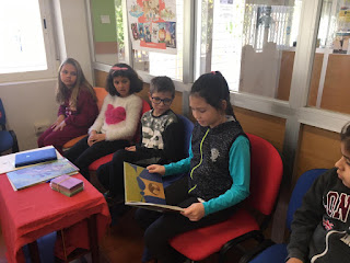 Visita a la biblioteca 2º de primaria