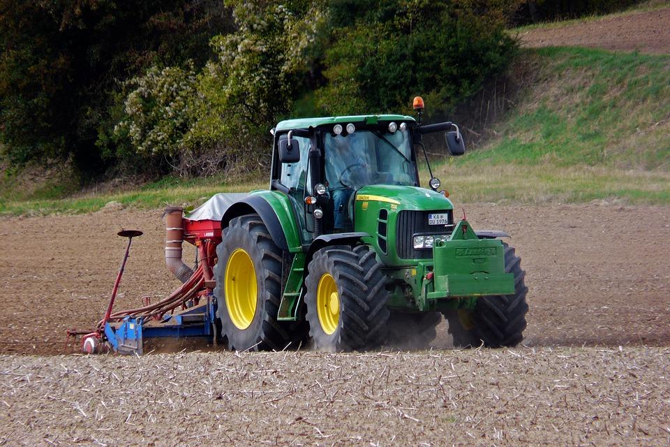 Mezőgazdasági munka - Traktoros állás (Traktorfahrer/in)