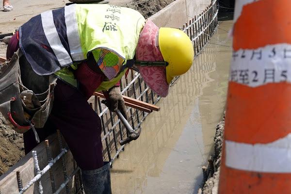 鹿港鎮順興里排水工程改善積水 許志宏視察把關工程品質